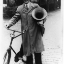 1942 Martien van Stiphout op weg naar de repetitie